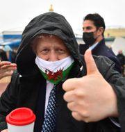 Boris Johnson med ett munskydd med walesiska flagga Matthew Horwood / TT NYHETSBYRÅN