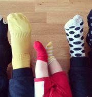 Rocka sockorna innebär att man bär omaka strumpor för att uppmärksamma att vi människor är olika.  Björn Henriksson / TT / TT NYHETSBYRÅN