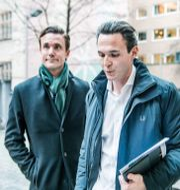Arkivbild: Allras tidigare vd Alexander Ernstberger och Olle Marcusson, vd för bolagets fondverksamhet, på väg till Pensionsmyndigheten. Allras fonder avregistrerades från PPM-systemet i maj. Lars Pehrson/SvD/TT / TT NYHETSBYRÅN