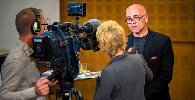 Professorn John Hassler, till höger.  Fianspolitiska rådet /HANDOUT / TT NYHETSBYRÅN