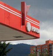 Det statliga oljebolaget PDVSA:s skylt på en bensinmack i Caracas.  MARCO BELLO / TT NYHETSBYRÅN