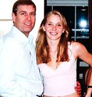 Prins Andrew och Virginia Giuffre, då Roberts, 2001. Virginia Roberts idag. TT