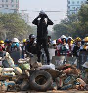 Barrikader på gatorna i Myanmar. STR / TT NYHETSBYRÅN