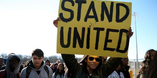Studenter demonstrerar för skärpta vapenlagar. David Maialetti / TT NYHETSBYRÅN