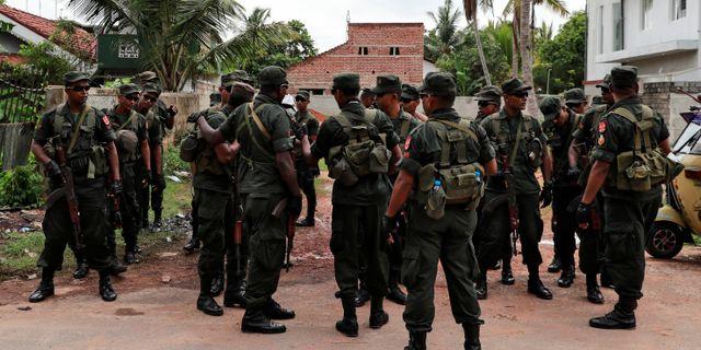 Soldater framför en kyrka i Negombo den 1 maj.  DANISH SIDDIQUI / TT NYHETSBYRÅN
