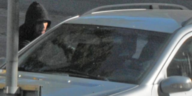 Bild på en av de personer som misstänks för mordet.  Polisen