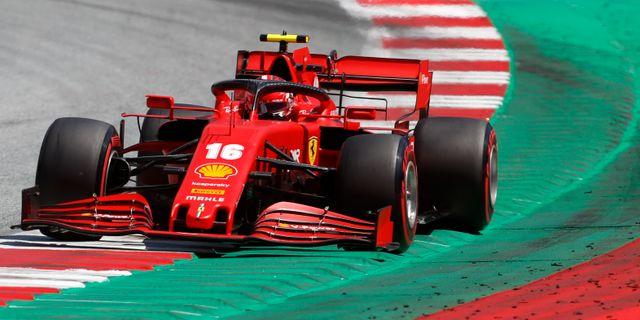 Ferraris Charleds Leclerc under uppvärmning.  Darko Bandic / TT NYHETSBYRÅN