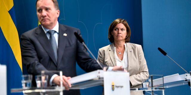 Statsminister Stefan Löfven och MP-språkröret Isabella Lövin.  ALI LORESTANI/TT / TT NYHETSBYRÅN