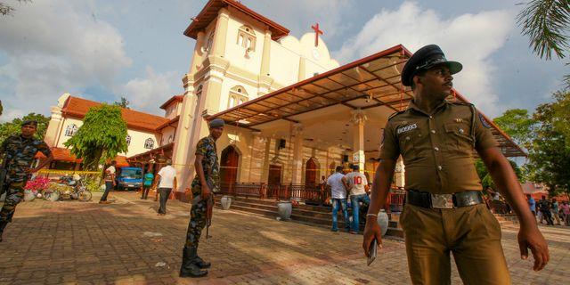 Armén bevakar en kyrka som utsattes för en attack. Chamila Karunarathne / TT NYHETSBYRÅN
