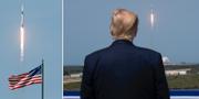 Donald Trump ser på när fartyget lyfter. TT