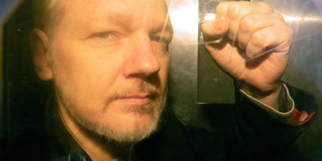 Julian Assange, när han fördes till domstol tidigare i år. DANIEL LEAL-OLIVAS / AFP