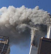 World Trade Center-tornen brinner efter attacken. Richard Drew / TT / NTB Scanpix