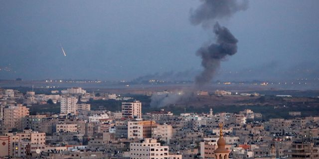 Rök över Gaza idag. AHMED ZAKOT / TT NYHETSBYRÅN