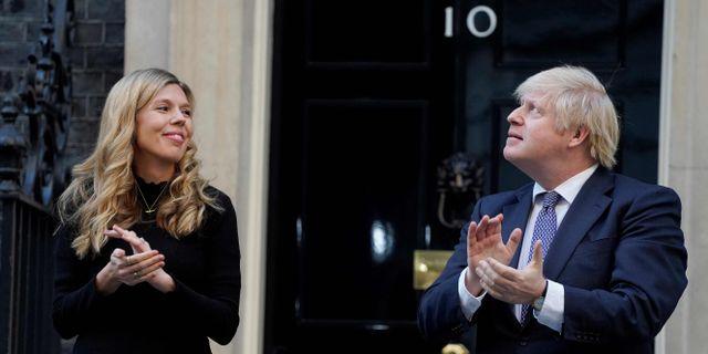 Boris Johnson med sin partner Carrie Symonds. ANDREW PARSONS / TT NYHETSBYRÅN