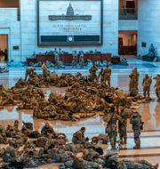 Soldater från nationalgardet på plats i kongressen i onsdags. J. Scott Applewhite / TT NYHETSBYRÅN