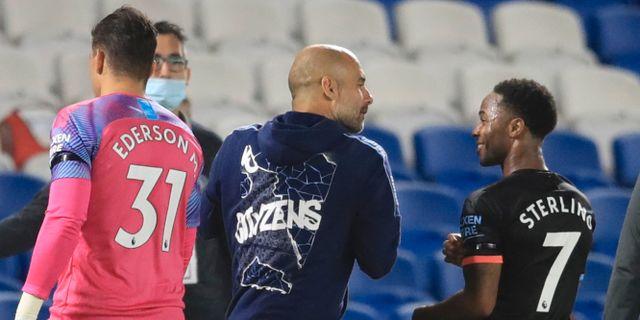 Manchester Citys Raheem Sterling och tränaren Pep Guardiola. Adam Davy / TT NYHETSBYRÅN