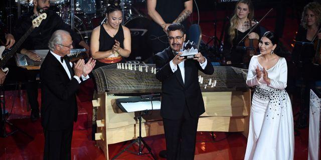 Ahmad Sarmast tar emot priset. TT NEWS AGENCY / TT NYHETSBYRÅN