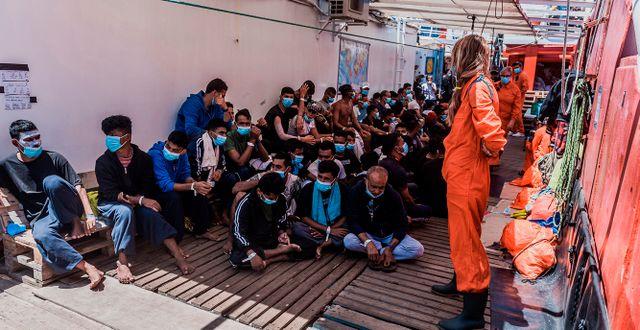 Räddade migranter ombord på skeppet. Arkivbild. Flavio Gasperini / TT NYHETSBYRÅN