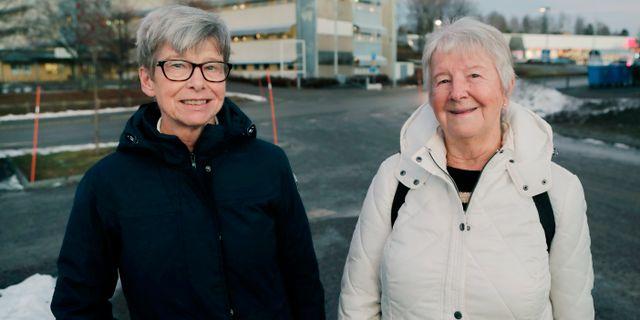 Ulla Salander som bor i Bollstabruk, Kramfors kommun, och Svea Larsson som bor i Kramfors.  Mats Andersson / TT / TT NYHETSBYRÅN