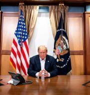 Donald Trump på Walter Reed-sjukhuset på söndagen. Tia Dufour / TT NYHETSBYRÅN