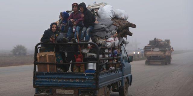 Människor flyr Maaret al-Numan (23 december 2019). Ghaith al-Sayed / TT NYHETSBYRÅN