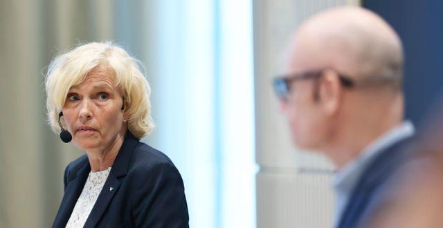 Ann Söderström, hälso- och sjukhusdirektör, och Thomas Wahlberg, Smittskydd Västra Götaland.  Adam Ihse/TT / TT NYHETSBYRÅN