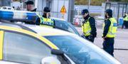Polis och passkontrollanter genomför id-kontroll Öresundsbrons betalstation på Lernacken. Johan Nilsson/TT / TT NYHETSBYRÅN