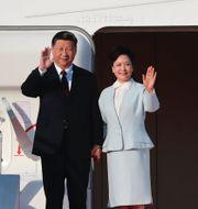 Xi Jinping och hans fru Peng Liyuan. Nyhetsklipp om Trump i Beijing. TT