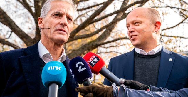 Jonas Gahr Støre (Ap) och Trygve Slagsvold Vedum (Sp). Torstein Bøe / TT NYHETSBYRÅN