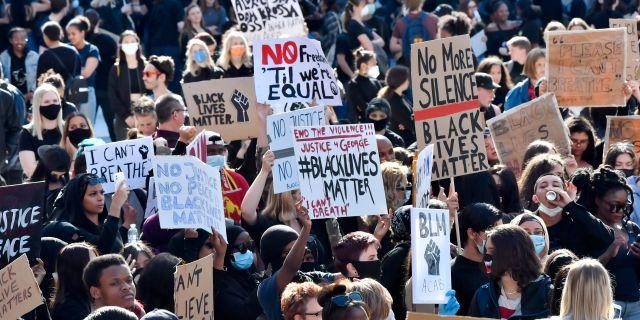 Demonstranter på Sergels torg. Jonas Ekströmer/TT / TT NYHETSBYRÅN