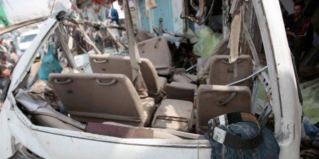 Delar av skolbussen.  Hani Mohammed / TT NYHETSBYRÅN