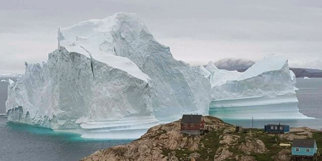 Isberget utanför Grönland. Magnus Kristensen / TT / NTB Scanpix