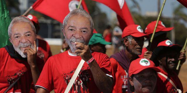 Anhängare till Lula da Silva demonstrerar 14 augusti 2018. Eraldo Peres / TT / NTB Scanpix