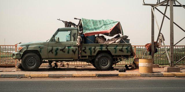 Medlemmar ur Rapid Support Forces patrullerar staden Omdurmans gator. YASUYOSHI CHIBA / AFP