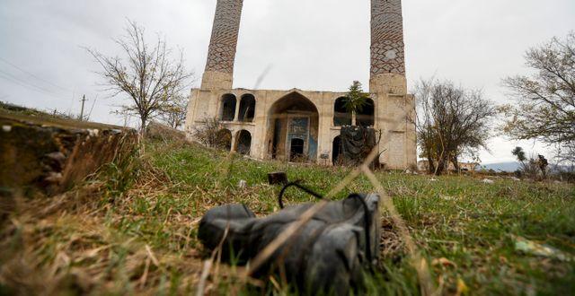 Sko utanför moskén i Aghdam. Sergei Grits / TT NYHETSBYRÅN