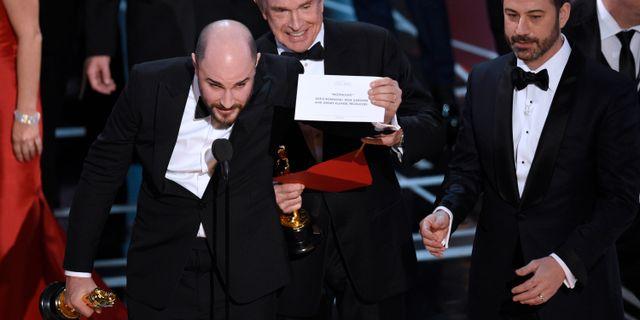 """Teamet bakom """"La la land"""" hade redan tagit emot Oscarstatyetten och tackat för priset när felet uppdagades. """"Moonlight""""vann bästa film. Chris Pizzello / TT / NTB Scanpix"""