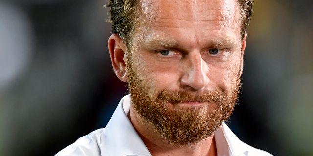AIKs nya tränare Bartosz Grzelak är sammanbiten efter förlusten i torsdagens allsvenska fotbollsmatch mellan AIK och IF Elfsborg på Friends Arena. Erik Simander/TT / TT NYHETSBYRÅN