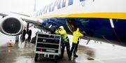 Illustration: Bagagelastare på flygplats i Norge. TT