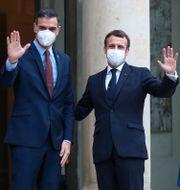 Pedro Sánchez och Emmanuel Macron under måndagens möte. Michel Euler / TT NYHETSBYRÅN