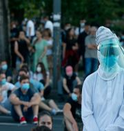 En sittprotest utanför parlamentet.  Darko Vojinovic / TT NYHETSBYRÅN