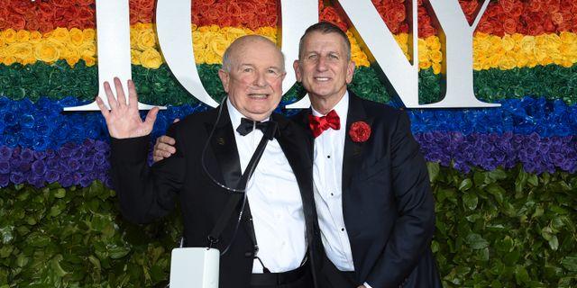 Terrence McNally (till vänster) tillsammans med sin make Tom Kirdahy vid Tony Award-galan 2019 Evan Agostini / TT NYHETSBYRÅN