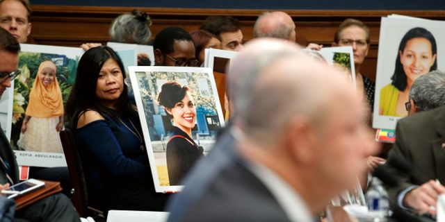 Sörjande anhöriga på plats när Boeing-representanter hördes i amerikanska kongressen.  Jacquelyn Martin / TT NYHETSBYRÅN