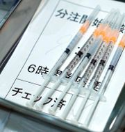 Vaccinsprutor av Modernas i Japan.  Eugene Hoshiko / TT NYHETSBYRÅN