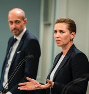 Hälsominister Magnus Heunicke och statsminister Mette Frederiksen.  TT