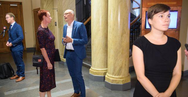 Tobias Billström (M), Christina Höj Larsen (V), Rikard Larsson (S) och Annika Hirvonen Falk (MP) från migrationskommittén/Arkivbild.  Henrik Montgomery/TT / TT NYHETSBYRÅN