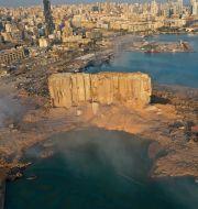 Bild från Beiruts hamn efter explosionen. Hussein Malla / TT NYHETSBYRÅN