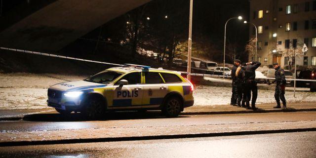 Bild från polisinsats i Rågsved med koppling till gängkonflikten. Nils Petter Nilsson/TT / TT NYHETSBYRÅN