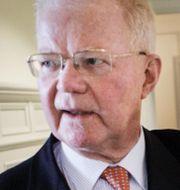 Geelys ordförande Li Shufu, Industrivärdens ordförande  Fredrik Lundberg. Arkivbilder. TT