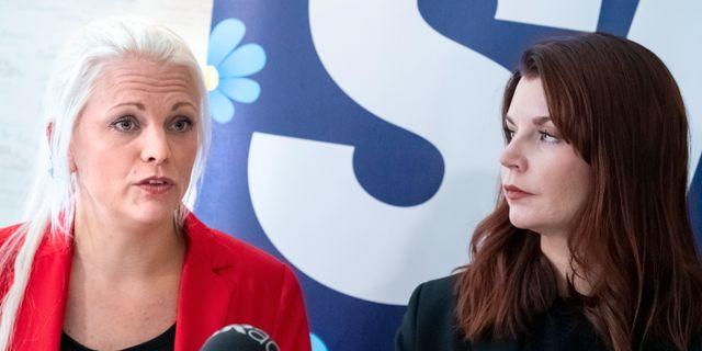 Emilie Pilthammar (t v) tillsammans med Louise Erixon, SD.  Johan Nilsson/TT / TT NYHETSBYRÅN