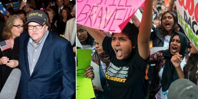 Michael Moore på premiären av sin uppsättning och demonstranter utanför Trump Tower. TT